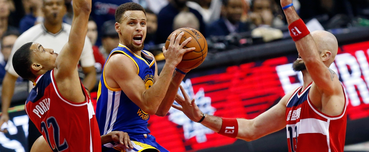 Stephen Curry mantiene su forma e impulsa a Warriors