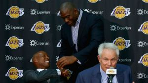 NBA: Magic Johnson, una luz de esperanza para el infierno de los Lakers