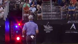 Golf: Swing de Wes Patterson casi termina en accidente lamentable