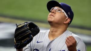 MLB:  Julio Urías ya es inmortal en un brazo de su padre